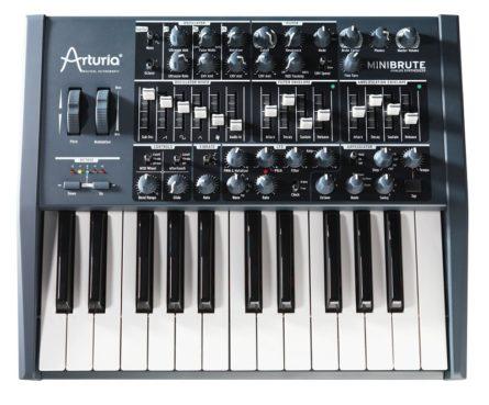 Come scegliere un sintetizzatore analogico in commercio